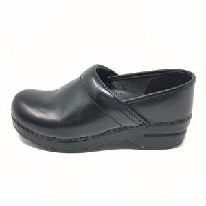 Dansko Classic Black Cabrio Shoe